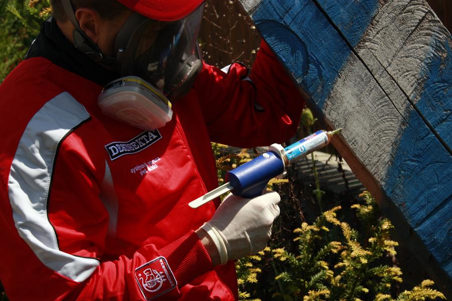 Aplikace gelové nástrahy na mravence